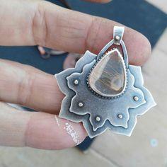 Collar flor de loto  Collar labradorita azul  Joyas de plata