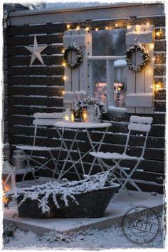 Oma koti onnenpesä: Solmujen selvittelyä Hygge Christmas, Noel Christmas, Rustic Christmas, Christmas Ornaments, Winter House, Winter Garden, Mobile Home Exteriors, Xmas Theme, Scandinavian Christmas