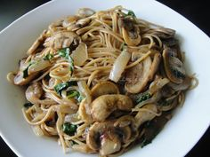 Krithi's Kitchen: Spaghetti with Mushrooms and Onions / Pasta in Mushroom sauce