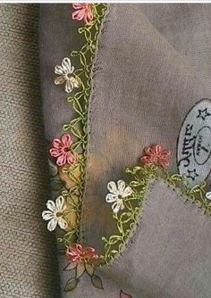 This Pin was discovered by ipe Needle Lace, Bobbin Lace, Crochet Borders, Sewing Hacks, Tatting, Needlework, Diy And Crafts, Embroidery, Embroidery Stitches