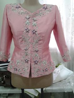 Embroidery On Kurtis, Kurti Embroidery Design, Embroidery Dress, Most Beautiful Dresses, Embroidered Clothes, Traditional Dresses, Occasion Dresses, Women's Fashion Dresses, Dress Collection
