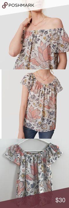 LOFT Off Shoulder Top Size XXS Petite Floral off the shoulders top Size XXS Petite LOFT Tops Blouses