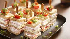 Verrassende broodvierkantjes met geitenkaas, de hartige variant op de zoete petit fours.