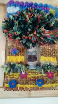 Telar Decorativo árbol Fashion Design Sketchbook, Weaving Patterns, Tapestry Weaving, Make And Sell, 4th Of July Wreath, Textile Art, Fiber Art, Crochet, Lana