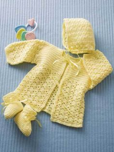 Crochet Baby Booties Lemon Drops Crochet Baby Set Free Pattern - These baby set crochet patterns are so cute! If I had all the time in the world I would make every one. These baby sets are perfect for a baby shower gift! Cardigan Au Crochet, Cardigan Bebe, Crochet Baby Sweaters, Crochet Baby Clothes, Baby Knitting, Crochet Baby Jacket, Crochet Baby Cardigan Free Pattern, Knitting Ideas, Free Knitting