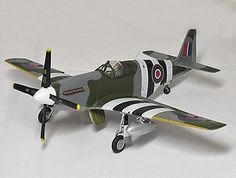 Gemini Jets 1:72 North American P-51 Diecast Model Airplane - G2RAFDDD This North American P-51 B Mustang HB837 (Wg. Cdr. Leonard Cheshire - RAF Woodhall Spa 1944) Diecast Model Airplane features working propeller. It is made by Gemini Jets and is 1:72 scale (approx. 15cm / 5.9in wingspan).