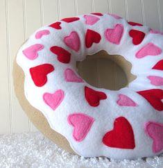 Almohada de anillos de San Valentín por WildRabbitsBurrow en Etsy