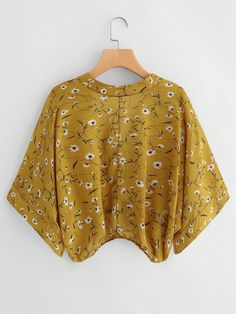 To find out about the Calico Print Kimono Sleeve Surplice Blouse at SHEIN, part of our latest Blouses ready to shop online today! Diy Clothes Tops, Clothes For Women, Kurta Designs, Blouse Designs, Kimono Fashion, Fashion Dresses, Blouse Fleurie, Kimono Blouse, Kimono Pattern