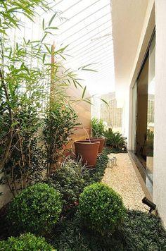 jardim em corredor estreito