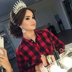 Quinceanera hairstyles - Quinceanera hairstyles major crown middle part Quince Hairstyles, Indian Wedding Hairstyles, Bride Hairstyles, Cute Hairstyles, Office Hairstyles, Stylish Hairstyles, Hairstyles Videos, Hairstyle Short, School Hairstyles