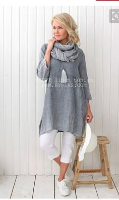 what to wear over 40 fashion over 40 over 50 Mode Outfits, Trendy Outfits, Fashion Outfits, Fashion Clothes, Casual Clothes, Dress Casual, Summer Clothes, Casual Jeans, Chic Dress