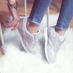 """(@reebokclassicpolska) na Instagramie: """"Są takie dni, w których po prostu nie możemy się napatrzeć na klasyki 😍 Szczególnie na piękne…"""" Huaraches, Nike Huarache, Reebok, Sneakers Nike, Classic, Instagram Posts, Shoes, Fashion, Nike Tennis Shoes"""
