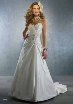 SAMPLE SALE: Alfred Angelo 2228 | Size 12 – Pancsofar's Bridal Boutique