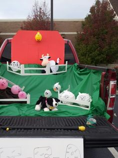 Old McDonald trunk or treat... I never found anything so i made up my own theme. Was a huge success