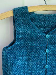 Crochet Patterns Vest Whit& Knits: Classic Crocheted Vest for Little Kids Crochet Baby Toys, Crochet Toddler, Crochet Bebe, Crochet For Boys, Knitting For Kids, Crochet Clothes, Baby Boy Vest, Toddler Vest, Kids Vest