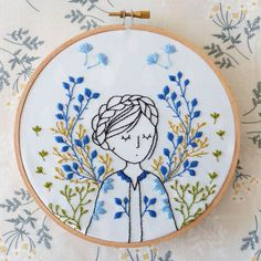 hand embroidery designs and patterns Hand Embroidery Patterns Flowers, Hand Embroidery Projects, Embroidery Materials, Hand Embroidery Stitches, Modern Embroidery, Embroidery Hoop Art, Hand Embroidery Designs, Vintage Embroidery, Beginner Embroidery