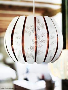 Creează-ţi o lustră sau un lampadar personalizat combinând abajurul cu cablul sau baza pe care le doreşti. www.IKEA.ro/abajur_ÖVERUD