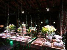 Joice&Cléber. Sitio Nona Lú. Mesa de doces e bolo inspirada na palavra sonho.