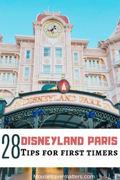 A complete guide to Disneyland Paris! You must read this before you go. With information about where to eat, where to stay and how to book the best trip, you must check it out now! Disney World Resorts, Disney Vacations, Walt Disney World, Disney Travel, Disney World Tips And Tricks, Disney Tips, Disney Parks, Disneyland Paris Rides, Paris Tips