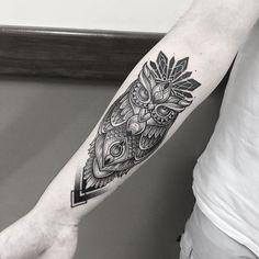 Tatuagem criada por Gabriel Chapel de Vitória - ES. Coruja em blackwork.