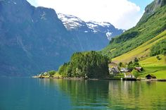 Check out tropical rainforests, deserts, caves, volcanoes, virgin woodlands and much more. All the best nature sites from the UNESCO World Heritage List! Norway Fjords, Tens Place, Amazing Destinations, Amazing Nature, Places To Travel, Virginia, Tropical, Tours, Stock Photos
