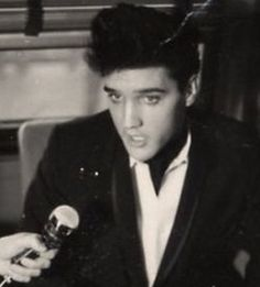 Even on the train from Memphis to Florida  to record the Frank Sinatra Show Elvis was hounded by the press