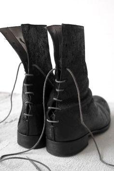 A+ maurizio amadei carpe diem, back lace boots ===== Fashion Mode, Dark Fashion, Fashion Shoes, Mens Fashion, Bootie Boots, Shoe Boots, Shoe Bag, Mode Shoes, Me Too Shoes