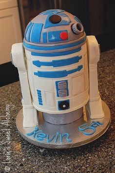 R2D2 cake CLEVER, clever cake.... this baker's cakes taste as incredible as they look!