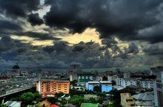 Regen tijdens je vakantie, je gruwt ervan. Zelfs als dat in een wereldstad als Bangkok is. Maar het hoeft je vakantie niet te verpesten. Hier zijn acht dingen die je kunt doen als het regent in Bangkok. Dan kun je even vooruit.