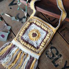 Ravelry: Boho Sunflower Bag pattern by Melanie Grobler free crochet pattern Crochet Gloves, Crochet Purses, Granny Square Crochet Pattern, Crochet Patterns, Crochet Designs, Free Crochet Bag, Crochet Bags, Crochet Baskets, Crochet Sunflower