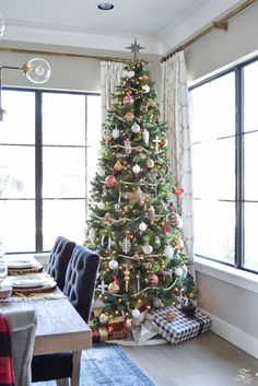Welcome to the Holiday Home Showcase hosted by my dear friend, Kelley of Kellynan.com! If you are coming over from Kelley's