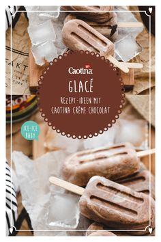 Wer kann schon einer feinen Schoggi Glacé widerstehen? Wir empfehlen dieses kinderleichte Rezept für eine selbergemachte Schokoladen Glacé mit nur 2 Zutaten. Warnung, da schmelzen Herzen dahin. Zutaten 280 g Rahmquark 2 - 3 EL Caotina Crème Chocolat Zubereitung Den Quark crèmig rühren. Danach die Caotina Crème Chocolat nur leicht darunterziehen. So entsteht eine schöne Struktur. In die gewünschten Glacé-Formen füllen und für mindestens 5 Stunden gefrieren lassen. Ice Ice Baby, Creme, Attention, Voici, Breakfast, Desserts, Chocolate Ice Cream, Chocolate Cream, Homemade Chocolates