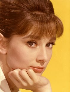 Portrait of Belgian-born American actress Audrey Hepburn - poses with her chin on her hand, early (Photo by Hulton Archive/Getty Images) Katharine Hepburn, Audrey Hepburn Mode, Audrey Hepburn Photos, Aubrey Hepburn, Richard Avedon, Most Beautiful Eyes, Beautiful People, Amazing People, Absolutely Stunning