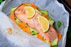 Préparation : 1. Préchauffez le four à 200°C. 2. Epluchez les carottes et coupez-les en fines lamelles à l'aide d'une mandoline (ou d'un économe), et faites de même avec la courge…