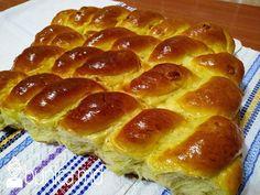 bunica.md — Cozonac pe bază de lapte Hot Dog Buns, Hot Dogs, Bread, Desserts, Martha Stewart, Food, Sweets, Tailgate Desserts, Deserts