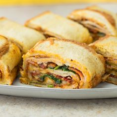 The combination of flavors in this chicken bacon ranch sandwich roll will leave you speechless! Use Frank's Red Hot Original to spice up this hearty roll for or dinner. It's also perfect for parties to feed your hungry guests! Good Food, Yummy Food, Tasty, Sandwich Roll Recipe, Sandwich Ring, Steak Sandwich Recipes, Pesto Sandwich, Frango Bacon, Chicken Bacon Ranch Sandwich