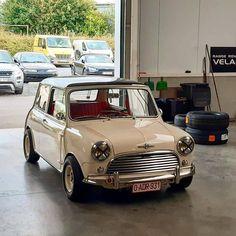Classic Mini Cooper With Ford EcoBoost Swap Is Super Slick - Mini Owners Club Mini Cooper Custom, Mini Cooper Classic, Classic Mini, Classic Cars, Mini Uk, Mini Morris, Cooper Car, Mini Copper, Automotive Engineering
