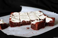 Red velvet brownies are a spin on red velvet cake. Moist, fudgy brownies, with a pop of red food coloring and white chocolate frosting. The recipe's here! Food Colouring Paste, Black Food Coloring, Yummy Treats, Sweet Treats, Red Velvet Brownies, White Chocolate Frosting, Fudgy Brownies, Cookie Bars, Yummy Cakes