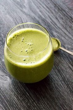 If you like matcha green tea you must try this simple matcha green tea smoothie that is quick yo make and delivers a healthy vegan snack.