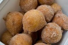 Typical afternoon tea (which in Brazil we have coffee, not tea) treat. Candy Recipes, Sweet Recipes, Holiday Recipes, Bread Cake, Portuguese Recipes, Pastel, Doughnuts, Afternoon Tea, Like4like