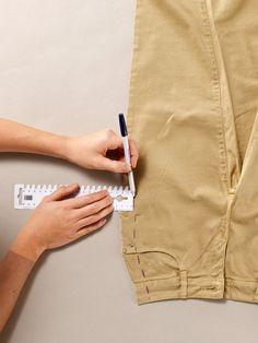 φαρδαινουμε παντελονι με ευκολο τροπο για αρχαριους Visible Mending, Sewing Patterns, Sewing Ideas, Fashion Sewing, Sewing Techniques, Khaki Pants, Amelia, Fashion Tips, Community