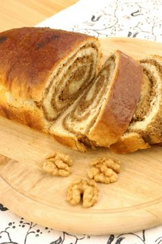 Fotocredit: Mittelburgenländische Kaesten und Nuss Bread And Company, Austrian Recipes, German Recipes, Strudel, Baked Goods, Cake Recipes, Sweet Tooth, Food And Drink, Sweets