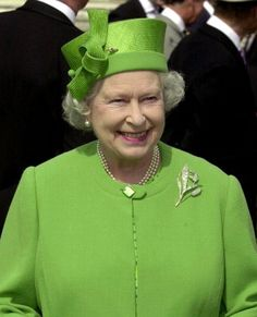 British Queen Elizabeth II dressed in a green outfit, mingles with the crowds 11 July in the garden of Buckingham Palace in London, during one of her annual tea parties for 8000 guests. Get premium, high resolution news photos at Getty Images God Save The Queen, Hm The Queen, Royal Queen, Her Majesty The Queen, Green Queen, Queen Hat, Queen Outfit, Pippa Middleton, Queen And Prince Phillip
