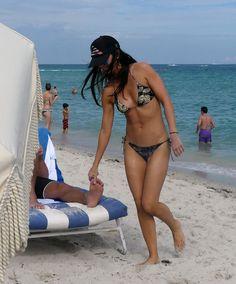 katie-lee-in-bikini-at-a-beach-in-miami-01-06-2017_8.jpg (1200×1447)