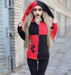 NWT Junior Women/'s Harley Quinn Hooded Pullover Top Costume Batman Jester