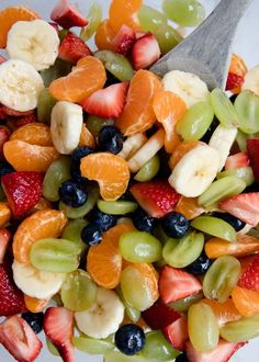 Rainbow Fruit Salad with Honey Lime Glaze - I Heart Naptime Rainbow Honey Lime Fruit Salad Recipe …filled with fresh strawberries, oranges, bananas, grapes and blueberries. Topped with a honey lime glaze. This fruit salad is very easy and very tasty! Salad Recipes Video, Salad Recipes For Dinner, Fruit Salad Recipes, Fruit Salads, Jello Salads, Fruit Fruit, Jelly Recipes, Smoothie Recipes, Cheesecake Fruit Salad