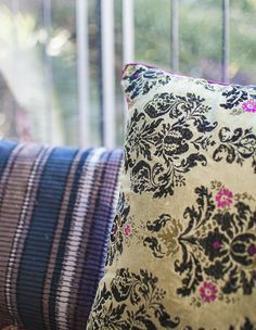 כריות של קאס משובצות בכתבה של מרב שדה למאקו ליבינג, צילום סיון אסקיו