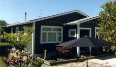 Best exterior paint colors for house black dark 51 ideas Black House Exterior, Grey Exterior, Modern Farmhouse Exterior, Exterior Design, Best Exterior Paint, Exterior Paint Colors For House, Paint Colors For Home, Paint Colours, Dark Grey Houses