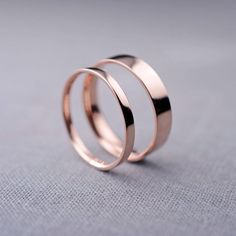 Smooth, simple rose gold wedding bands.  By Lily Emme. | http://emmalinebride.com/planning/rose-gold-wedding-ideas/