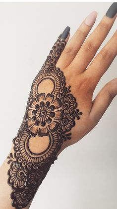 50 Most beautiful Bangalore Mehndi Design (Bangalore Henna Design) that you can apply on your Beautiful Hands and Body in daily life. Henna Tattoo Designs, Henna Tattoos, Indian Henna Designs, Finger Henna Designs, Simple Arabic Mehndi Designs, Back Hand Mehndi Designs, Beginner Henna Designs, Latest Bridal Mehndi Designs, Modern Mehndi Designs